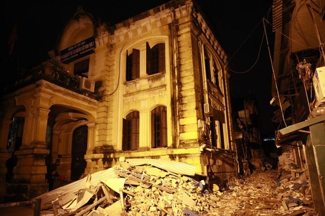 35 nhân viên thoát chết kỳ diệu trong vụ sập nhà cổ 107 phố Trần Hưng Đạo ảnh 2