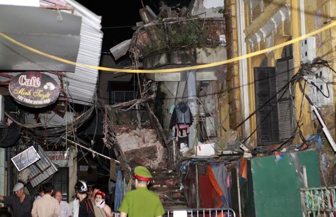 35 nhân viên thoát chết kỳ diệu trong vụ sập nhà cổ 107 phố Trần Hưng Đạo ảnh 5