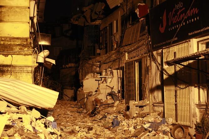 35 nhân viên thoát chết kỳ diệu trong vụ sập nhà cổ 107 phố Trần Hưng Đạo ảnh 6