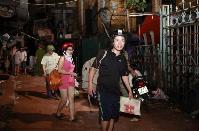 35 nhân viên thoát chết kỳ diệu trong vụ sập nhà cổ 107 phố Trần Hưng Đạo ảnh 9