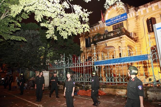 35 nhân viên thoát chết kỳ diệu trong vụ sập nhà cổ 107 phố Trần Hưng Đạo ảnh 11