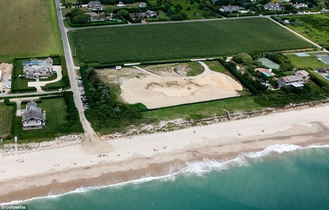 Tepper đã chi 43,5 triệu USD để mua lại tòa nhà đắt nhất tại Hamptons, cho san bằng để xây một tòa nhà mới lớn gấp đôi