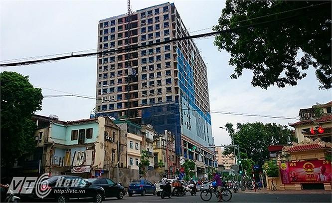 Cân cảnh tòa nhà cao tầng số 8B Lê Trực gây bức xúc dư luận