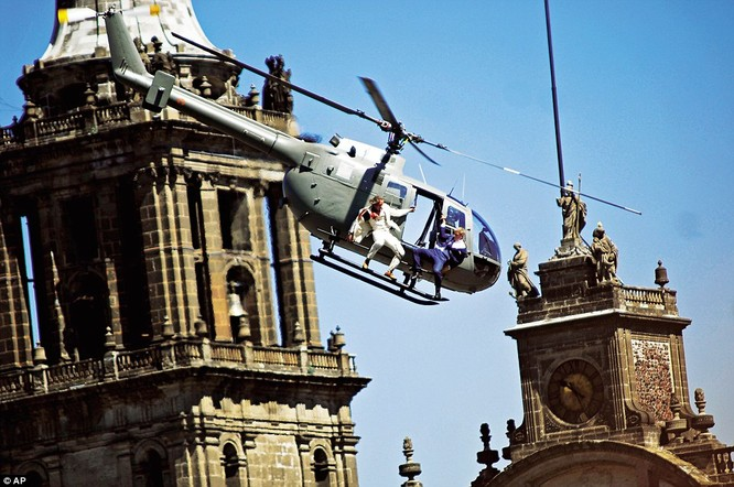 Một pha hành động đứng tim trên trực thăng