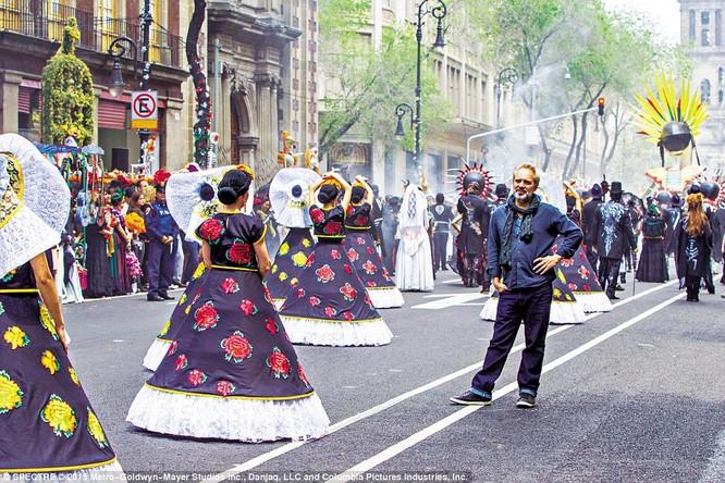 Hơn 1.500 diễn viên phụ tham gia cảnh quy lễ hội tại Mexico City