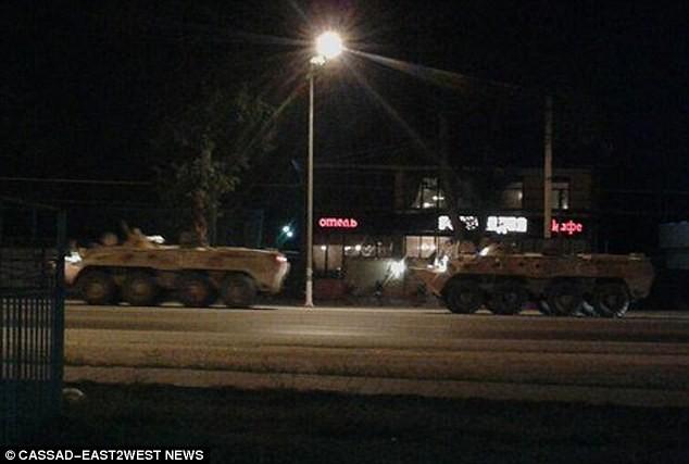 Bức ảnh mới cho thấy xe bọc thép Nga được sơn màu ngụy trang để chiến đấu tại sa mạc