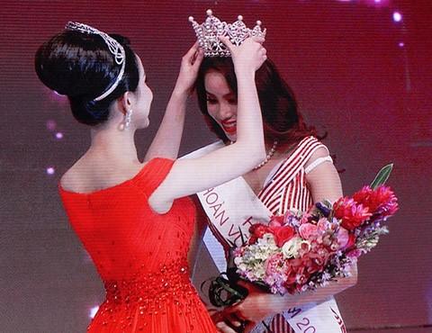 Hoa hậu hoàn vũ Việt Nam đăng quang giữa bão scandal ảnh 1