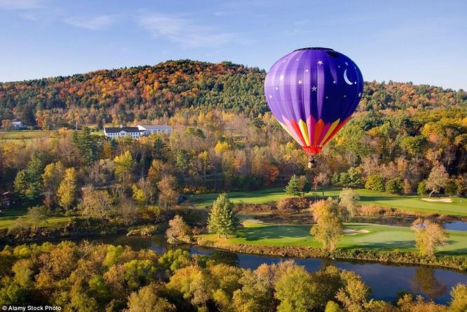 Ngắm cảnh thu từ khinh khí cầu ở Vermont, Mỹ