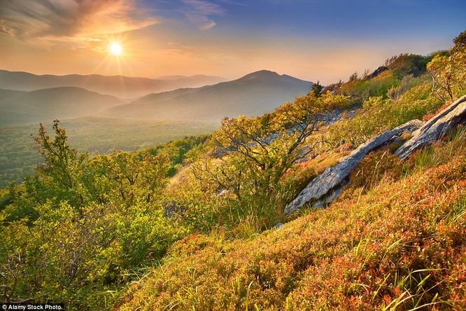 Cảnh đẹp trên núi mùa thu Ba Lan