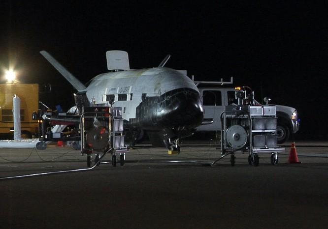 Tàu vũ trụ X-37B trong một lần hạ cánh