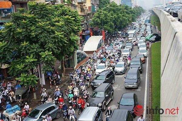 Hà Nội: Nhiều tuyến đường tê liệt suốt sáng vì ùn tắc ảnh 1