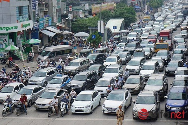 Hà Nội: Nhiều tuyến đường tê liệt suốt sáng vì ùn tắc ảnh 3