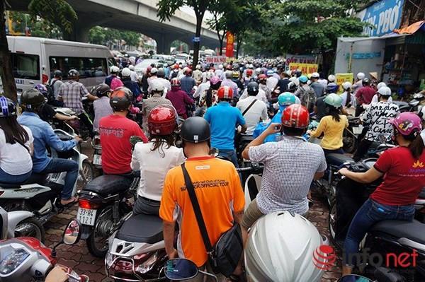 Hà Nội: Nhiều tuyến đường tê liệt suốt sáng vì ùn tắc ảnh 4