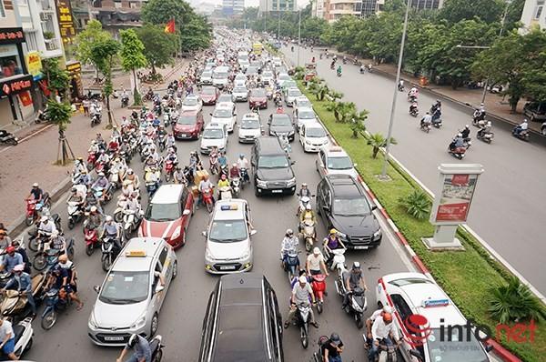Hà Nội: Nhiều tuyến đường tê liệt suốt sáng vì ùn tắc ảnh 6