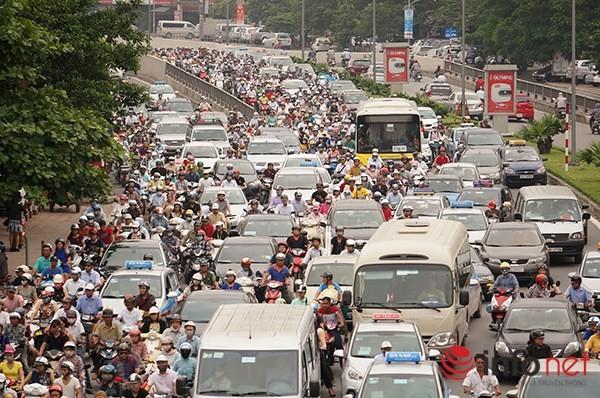 Hà Nội: Nhiều tuyến đường tê liệt suốt sáng vì ùn tắc ảnh 8