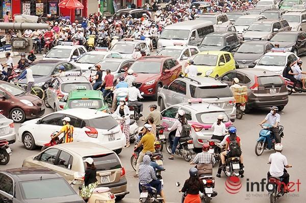 Hà Nội: Nhiều tuyến đường tê liệt suốt sáng vì ùn tắc ảnh 9