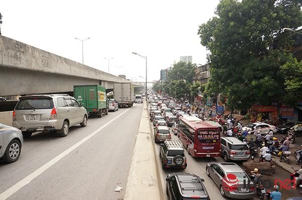 Hà Nội: Nhiều tuyến đường tê liệt suốt sáng vì ùn tắc ảnh 10