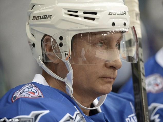 Nhà lãnh đạo Nga trên sân băng với tư cách vận động viên ở tuổi 63