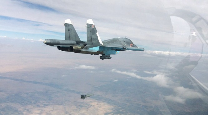 Chiến đấu cơ Su-34 của Nga tham chiến tại thành phố Aleppo, Syria ảnh: RT