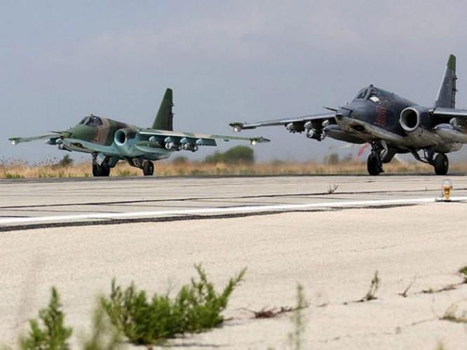 Máy bay Su-25M xuất kích làm nhiệm vụ tấn công quân khủng bố tại Syria