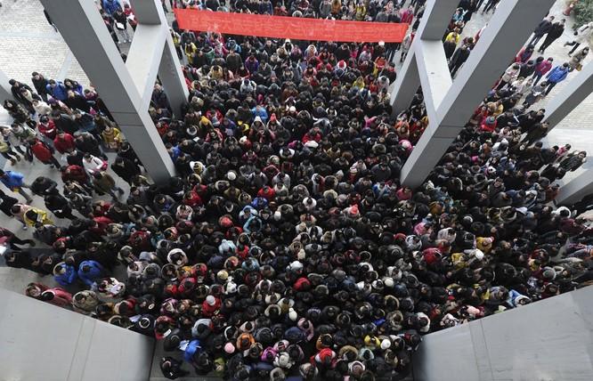 Học sinh tham gia kỳ thi tốt nghiệp ở tỉnh An Huy, khoảng 1,8 triệu học sinh tham gia kỳ thi năm 2013