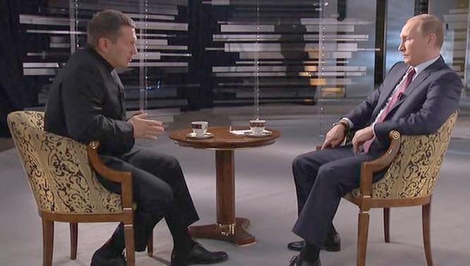 Tổng thống Putin trả lời phỏng vấn đài Nước Nga ngày 11.10 nói rằng tên lửa Klub của Nga không phải là cuộc chạy đua vũ trang với phương Tây, mà chỉ là hệ thống vũ khí hiện đại nâng cấp thay thế các hệ thống đã cũ - Ảnh: Truyền hình Nước Nga