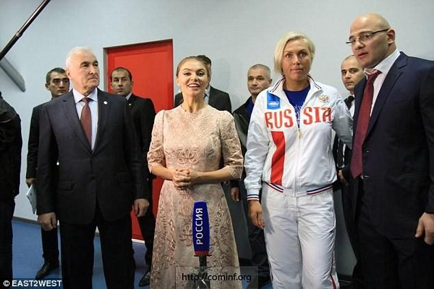 Cô Kabaev xuất hiện với chiếc nhẫn cưới trên ngón tay trong sự kiện mới nhất