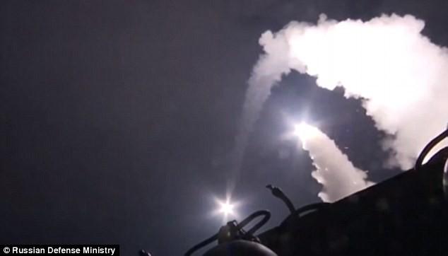Tên lửa Klibr phóng đi từ chiến hạm Nga trên biển Caspian