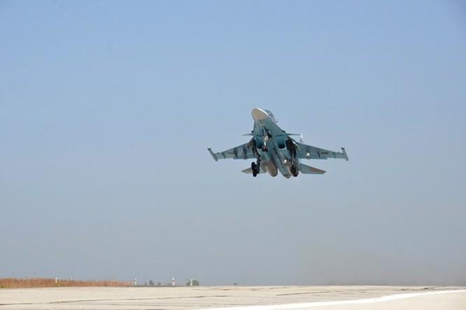 """Phi công Nga """"làm phép"""" trước khi xuất kích ở Syria ảnh 11"""