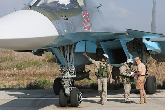 """Phi công Nga """"làm phép"""" trước khi xuất kích ở Syria ảnh 2"""
