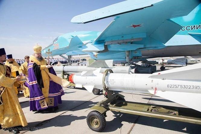 """Phi công Nga """"làm phép"""" trước khi xuất kích ở Syria ảnh 8"""