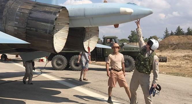 """Phi công Nga """"làm phép"""" trước khi xuất kích ở Syria ảnh 1"""