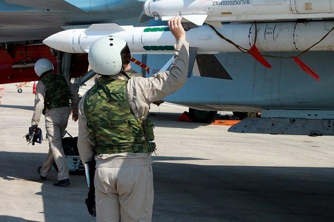 """Phi công Nga """"làm phép"""" trước khi xuất kích ở Syria ảnh 3"""