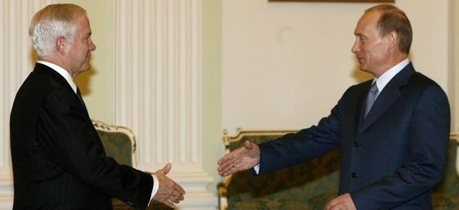 Ông Gates khi còn là bộ trưởng quốc phòng đã nhiều lần gặp tổng thống Nga Putin