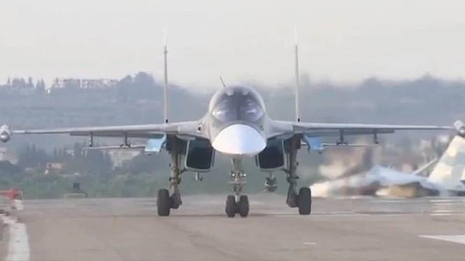 Máy bay ném bom tối tân Su-34 của Nga tại căn cứ Latakia, Syria