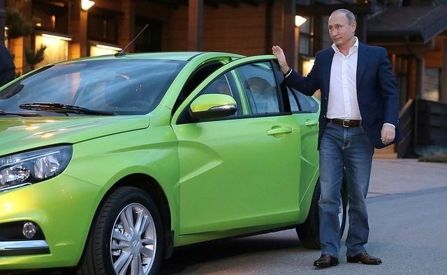 Ông Putin đích thân lái xe Lada Vesta giá 166 triệu đồng ảnh 1