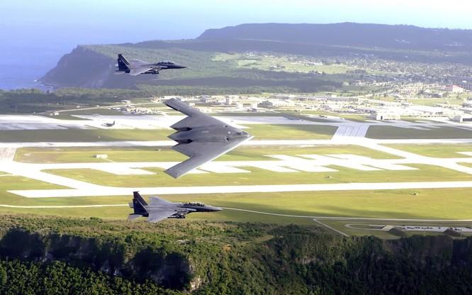B-2 trị giá hơn 1,2 tỷ USD/chiếc được tiêm kích hộ tống