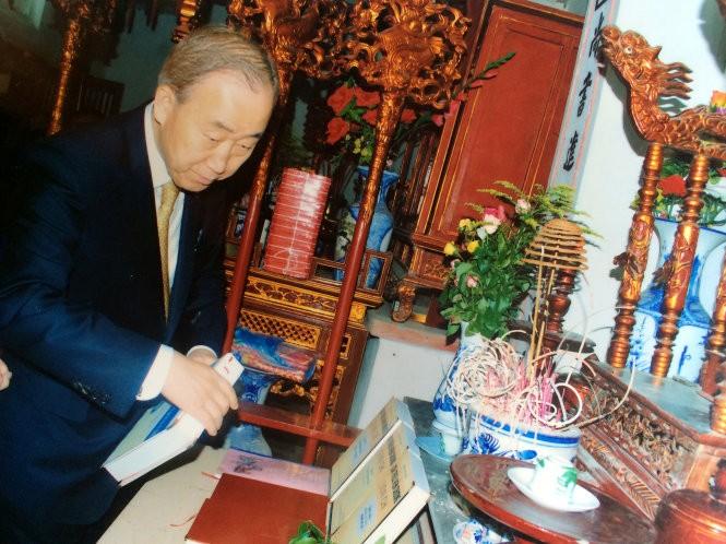 Tổng Thư Ký LHQ Ban Ki Moon ghi bút tích là con cháu dòng họ Phan Huy ảnh 1