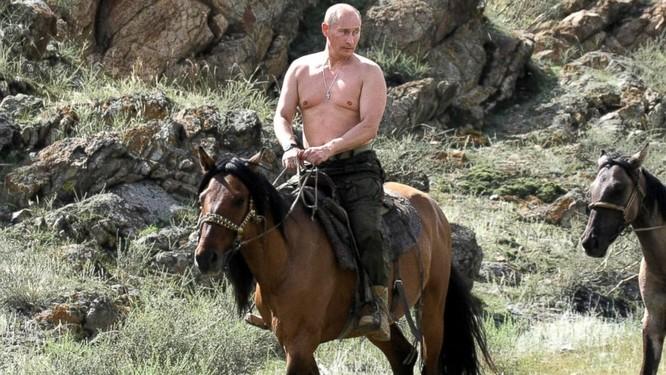 """Putin """"quyền lực nhất"""" thế giới và những khoảnh khắc sức mạnh ảnh 15"""