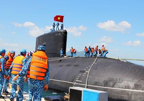 Tàu ngầm Kilo của Việt Nam tại cảng Cam Ranh