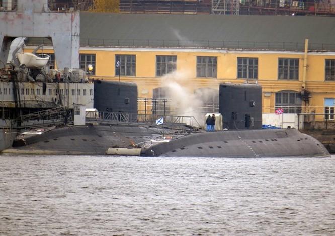 """Ảnh mới hai tàu ngầm Kilo """"hố đen"""" Việt Nam sắp tiếp nhận tại St. Petersburg ảnh 4"""