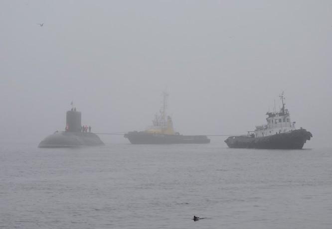 """Ảnh mới hai tàu ngầm Kilo """"hố đen"""" Việt Nam sắp tiếp nhận tại St. Petersburg ảnh 1"""
