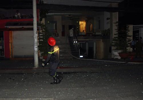 Cháy khách sạn trung tâm Sài Gòn, nhiều du khách mắc kẹt ảnh 2