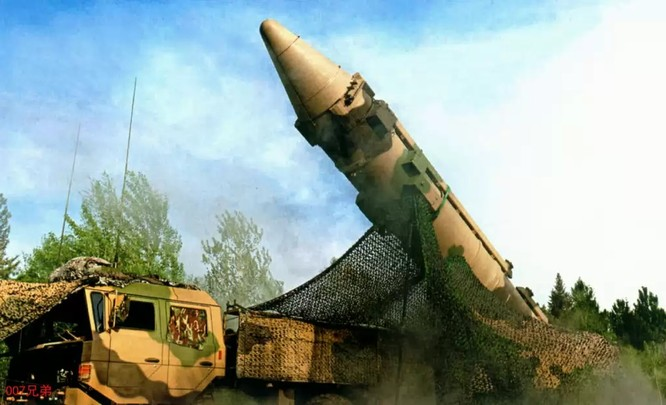 Tên lửa đạn đạo DF-26 của Trung Quốc