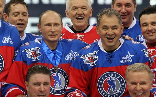Tổng thống Putin và Bộ trưởng Quốc phòng Shoigu thường xuất hiện cùng nhau khi đi thị sát tập trận cũng như thi đấu thể thao