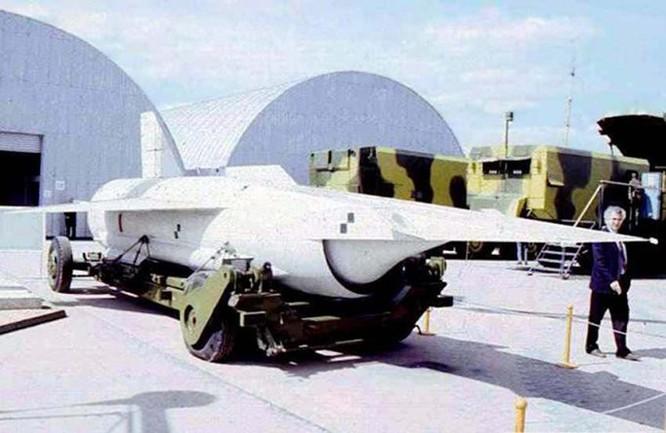 """Nga thử vũ khí """"khủng"""" - Siêu phi cơ Yu-71 bay 11.000km/giờ ảnh 2"""
