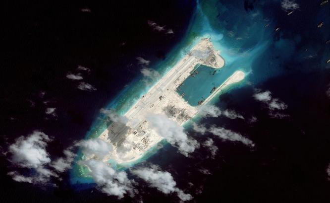 Trung Quốc đã bồi lấp, mở rộng Đá Chữ Thập thành đảo nhân tạo có diện tích lớn nhất tại quần đảo Trường Sa với đường băng dài 3 km