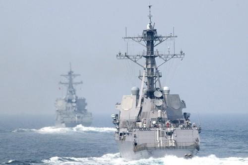 Khu trục hạm Lassen của Mỹ đã tiến vào phạm vi 12 hải lý của các đảo nhân tạo của Trung Quốc để thực thi tự do hàng hải, bác bỏ yêu sách chủ quyền phi lý của Trung Quốc ở Biển Đông