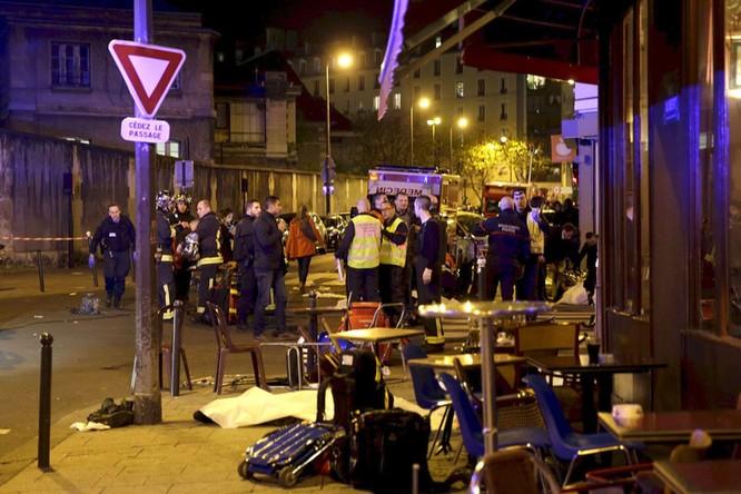 Tấn công khủng bố đẫm máu tại Paris, 130 người chết, 100 người bị giết sau khi bắt làm con tin ảnh 1