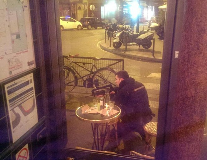 Tấn công khủng bố đẫm máu tại Paris, 130 người chết, 100 người bị giết sau khi bắt làm con tin ảnh 5